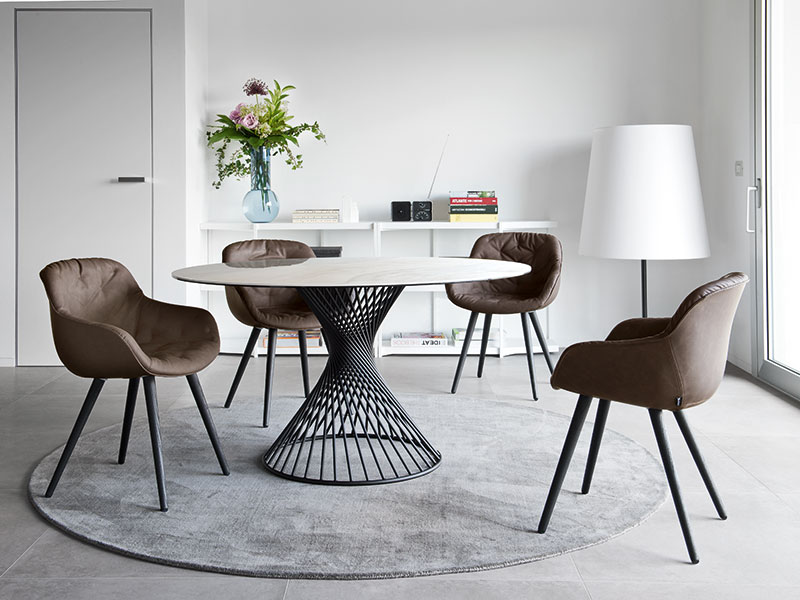 Photo d'une Table de repas Vortex pied au design unique de chez Calligaris